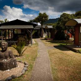 Backpackers Hostel Cabooses Accommodation Solscape Raglan