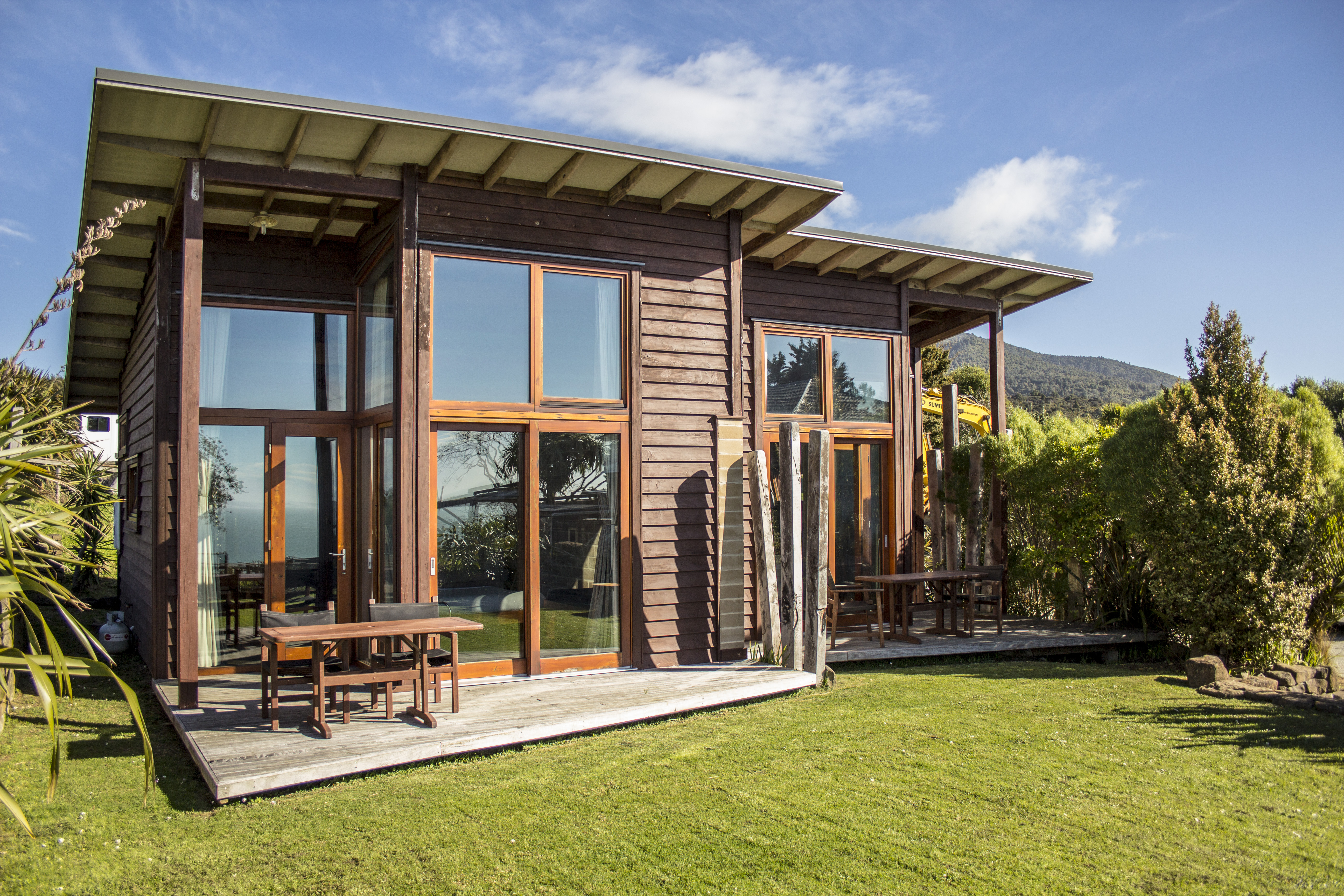 accommodation raglan eco bach seaview